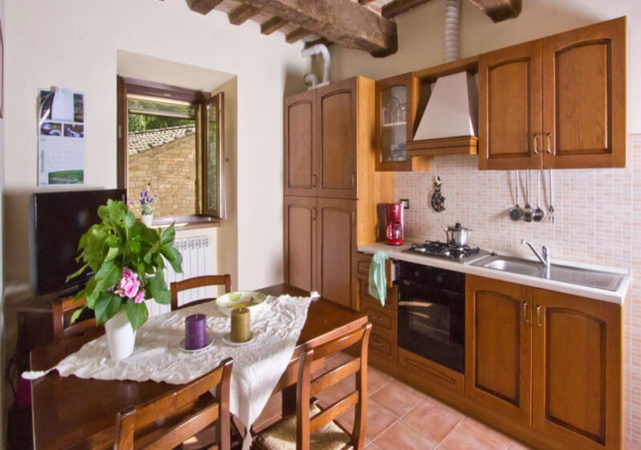 Charming apartment for 5 people in Le Marche countryside with shared pool