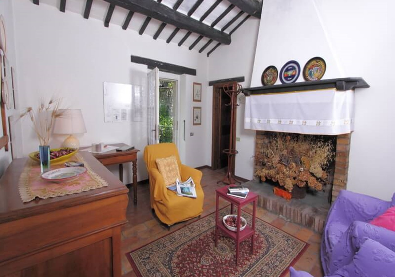 Cottage dependance with shared pool within large villa in Le Marche sleeping 5 people