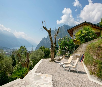 Villa with great views of Lake Garda sleeping 5 people in 2 bedrooms suitable for small families