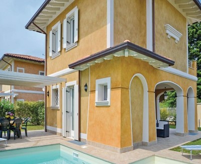 Modern holiday house in Lake Garda with private swimming pool sleeping 7 people