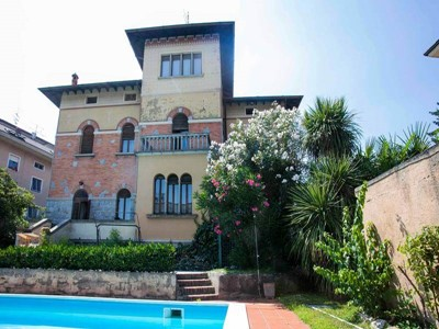 Luxury villa in Lake Garda with private pool sleeping 8 people