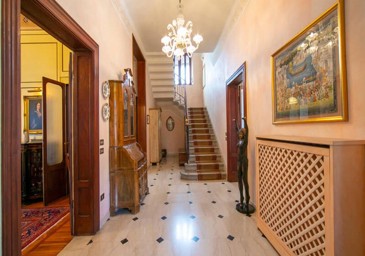 Luxury villa in Lake Garda with private pool sleeping 8 people