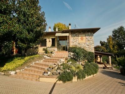 Lake Garda villa for 12 people near Garda Golf country club on the east coast of the Lake