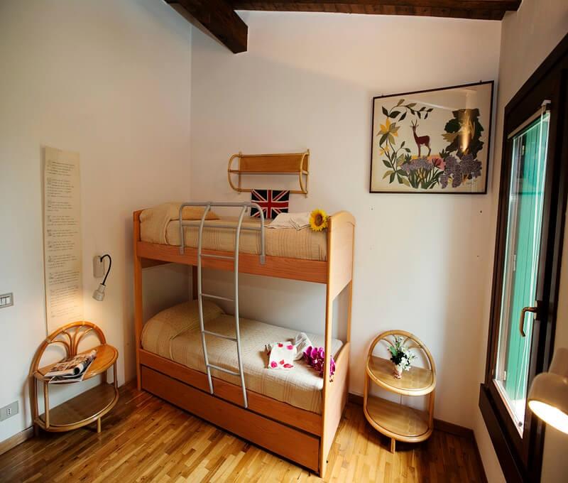 Lake Garda villa within walking distance of Gardagolf country club with shared pool, sleeping 5 people