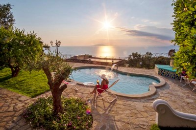 Large villa in Amalfi Coast with private pool and panoramic sea views sleeping upto 14 people