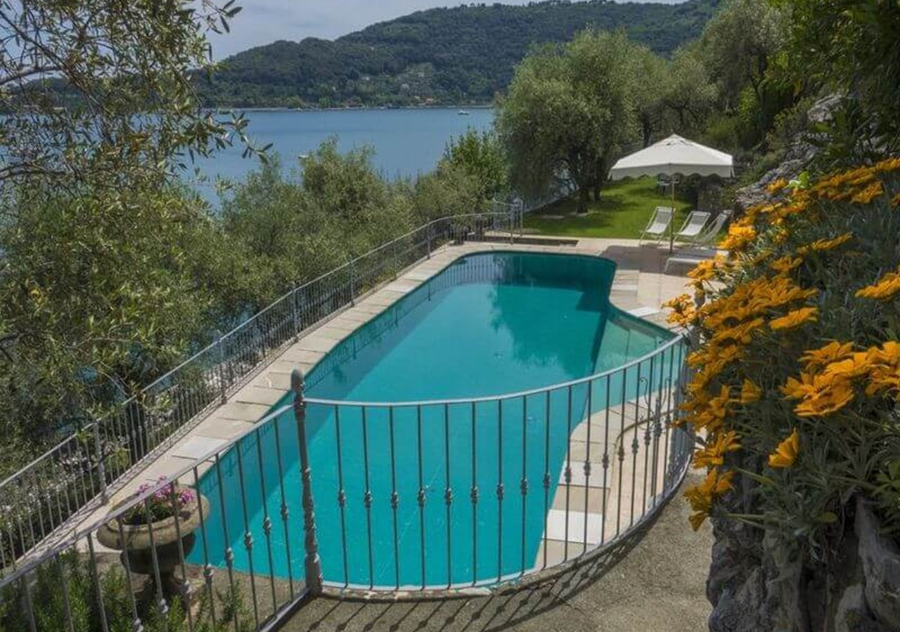 Villa with private pool near Porto Venere sleeping 8 people in the Italian Riveria