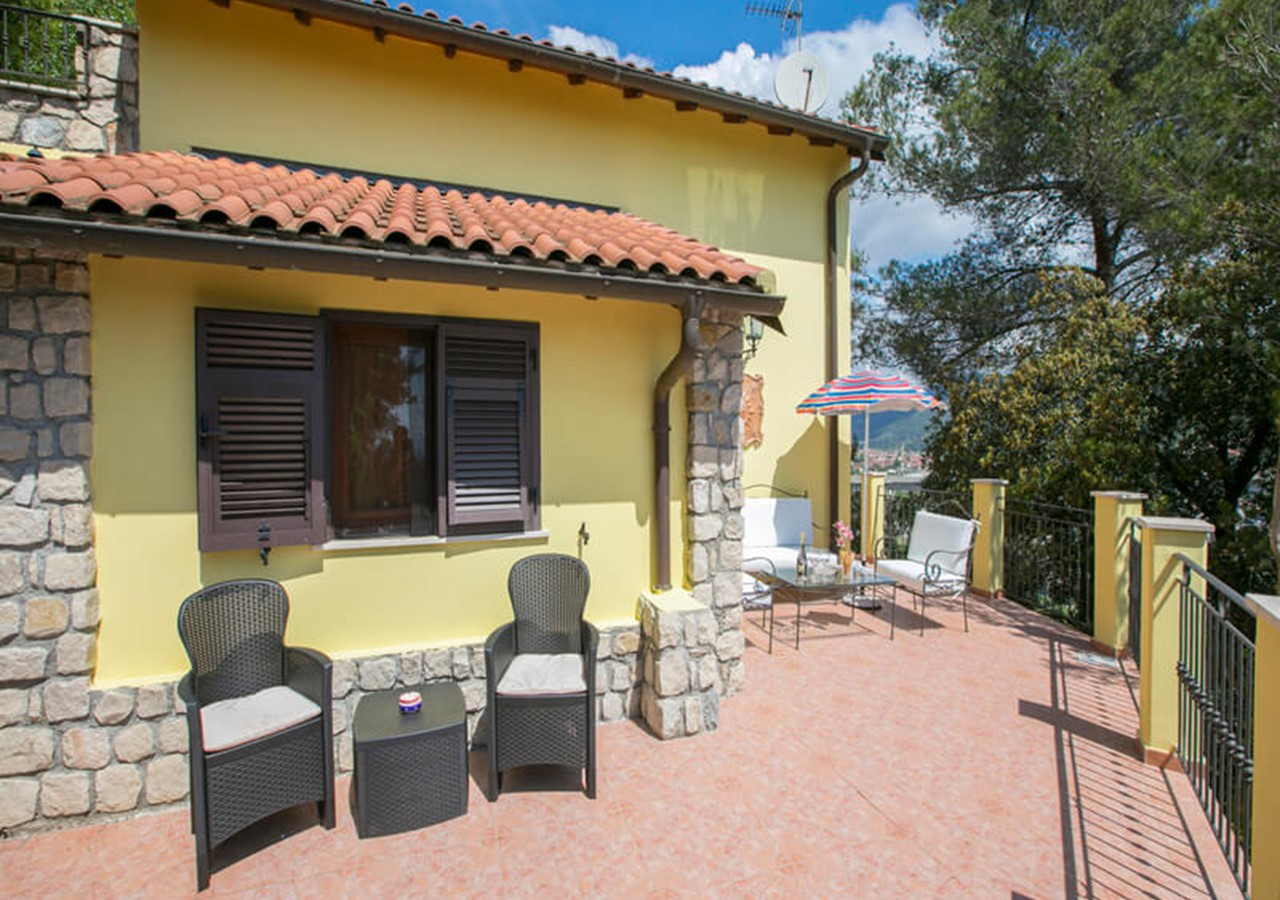 Villa with private pool in Liguria near the French Riviera sleeping 9 people