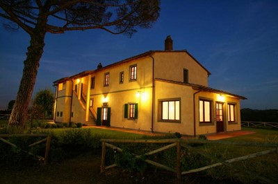 Villa in north Tuscany near Pisa and Florence with private pool sleeping upto 20 people
