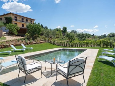 Large countryside villa near San Gimignano in Tuscany sleeping 14 people