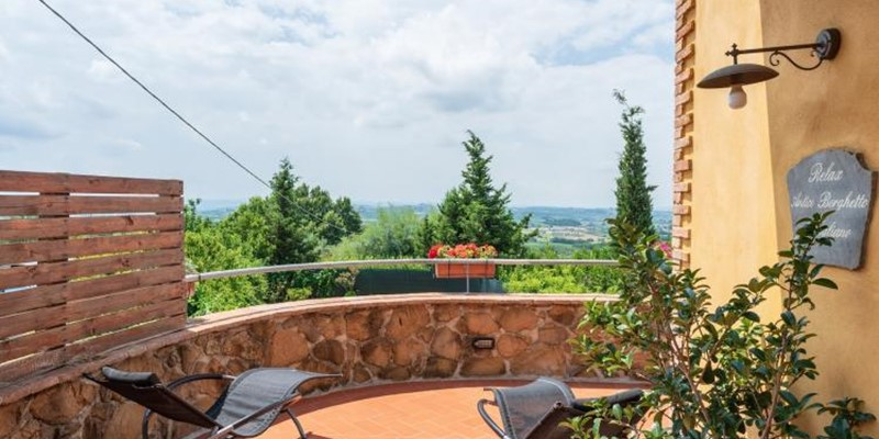 Villa for 8 people near Vinci with private pool in Tuscany