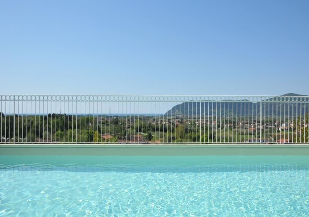 Large villa in Liguria for 10 people with private swimming pool
