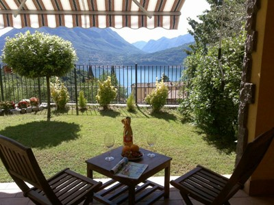 Town house with shared pool on eastern shores of Lake Como