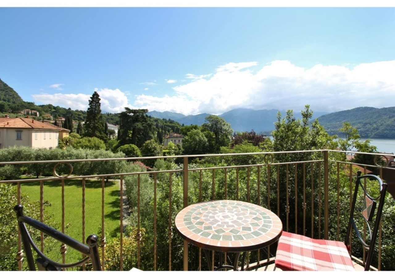 2 bedroomed apartment in central Lake Como
