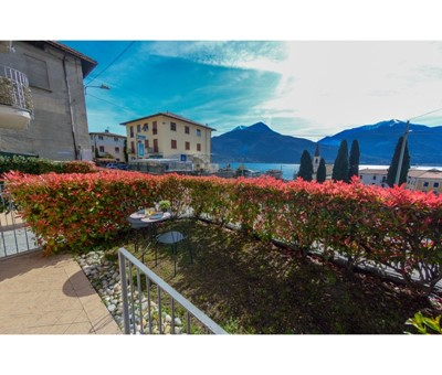 2 bedroomed apartment in north Lake Como with shared swimming pool