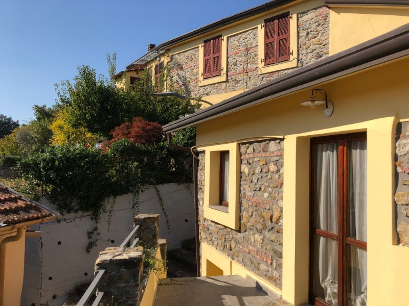 Large villa for 12 people in north Tuscany with private indoor and outdoor pool