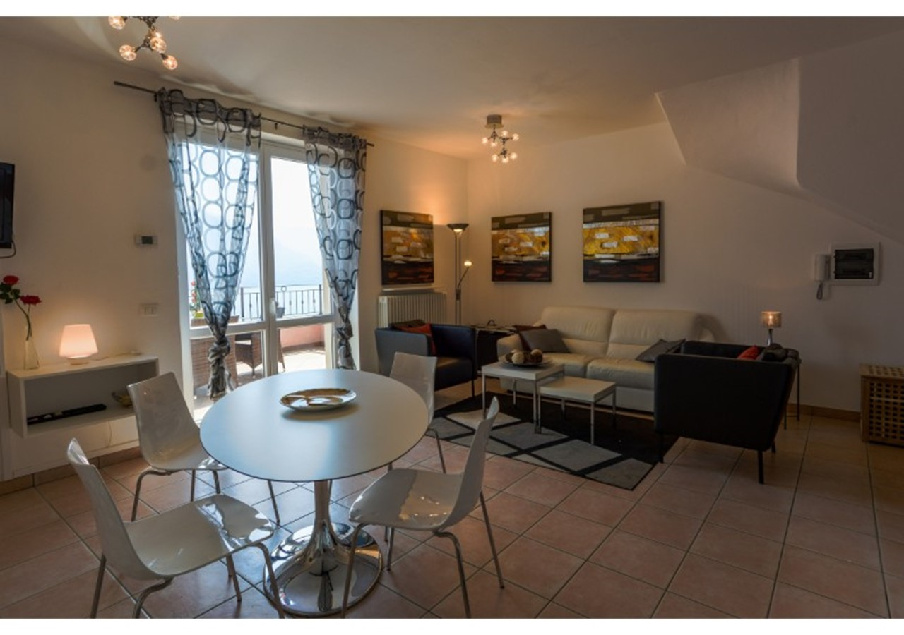 Stunning Lake Como view apartment for 4 people in 2 bedrooms