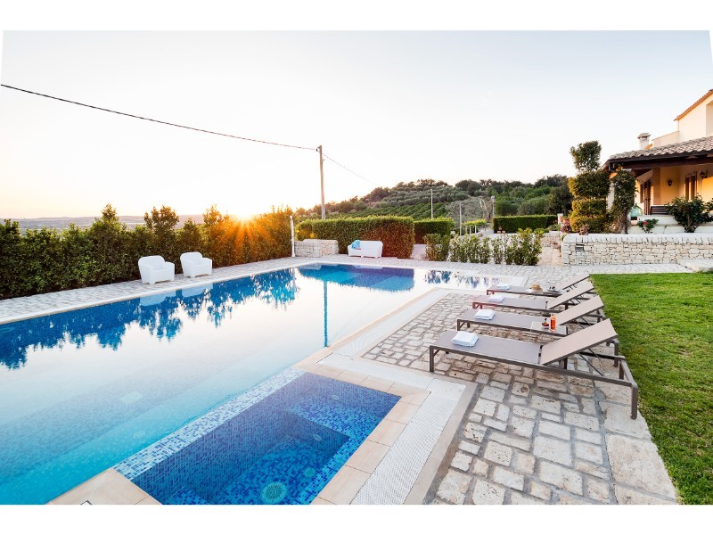 A beautiful Sicily villa with private pool