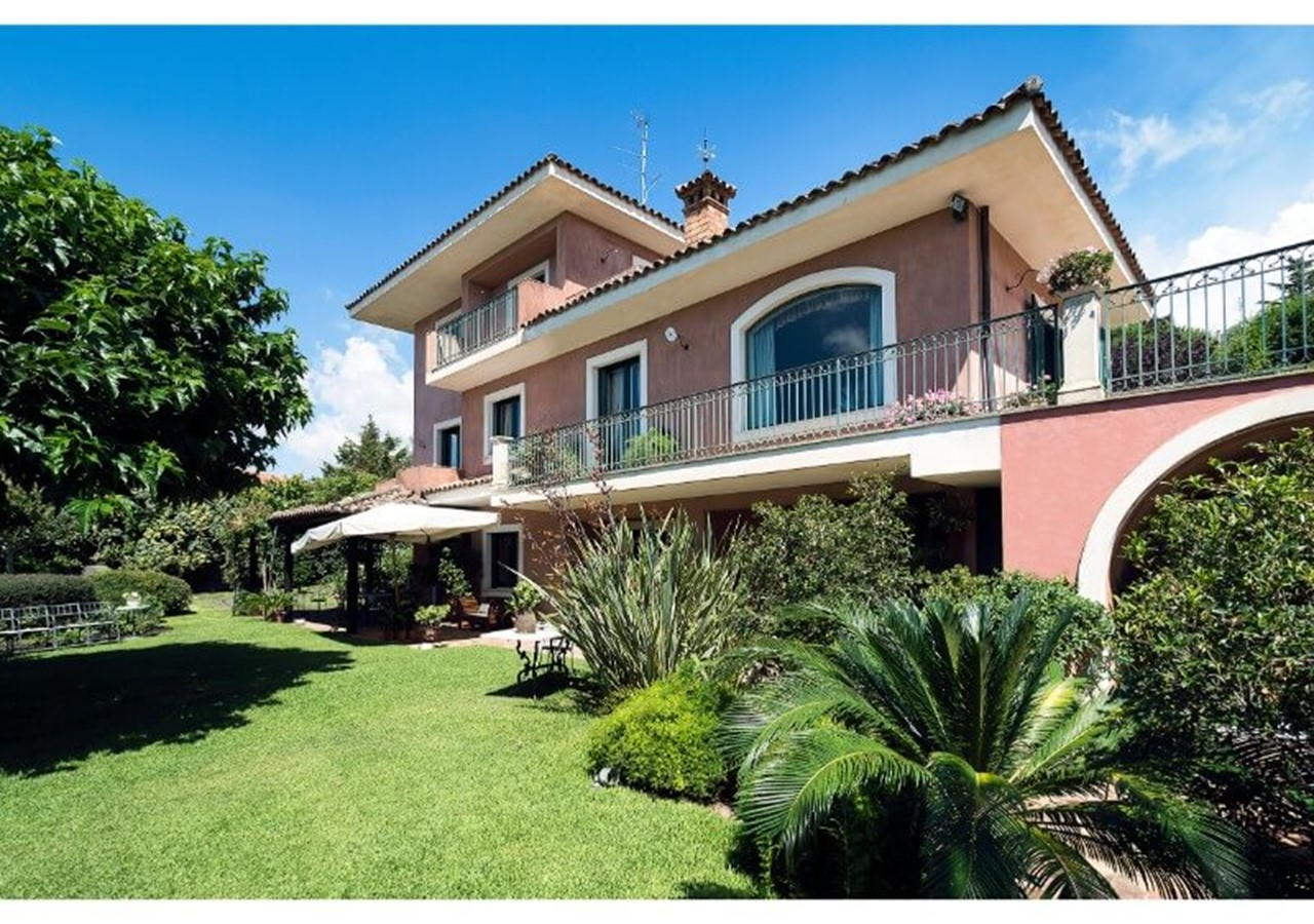 Large Sicily villa with private pool on the slopes of Mount Etna
