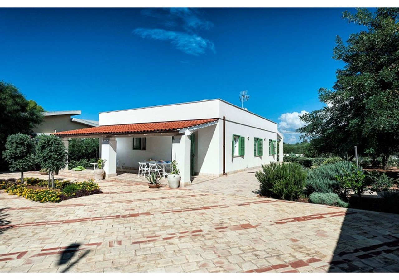 Holiday Homes in Italy present this pleasant house for 8 people within walking distance of the beach in north west Sicily