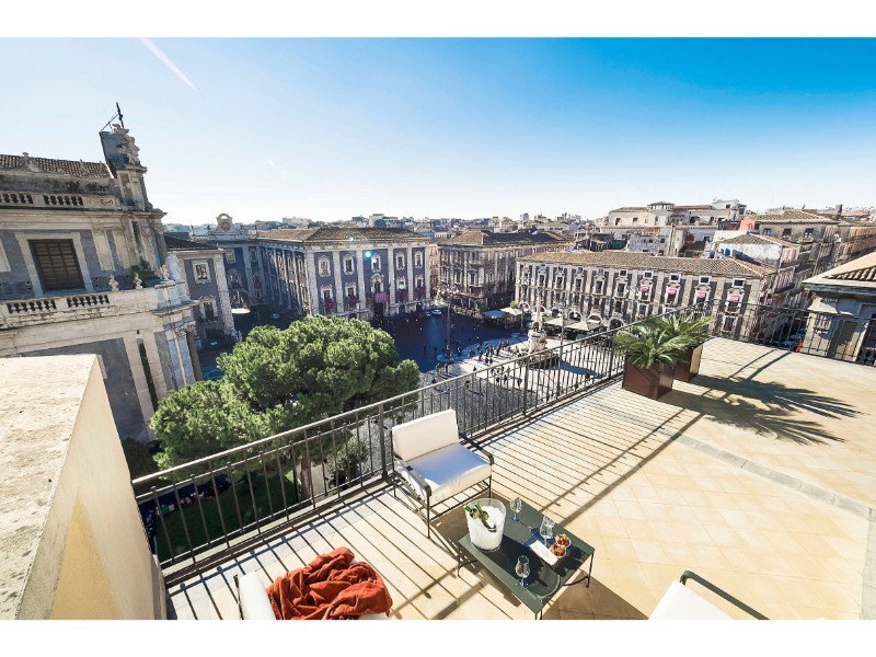 Luxury apartment in central Catania for 4 people