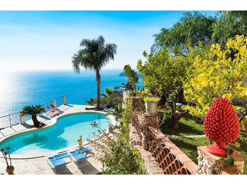 Villa in eastern Sicily with spectacular panoramic sea views and private pool
