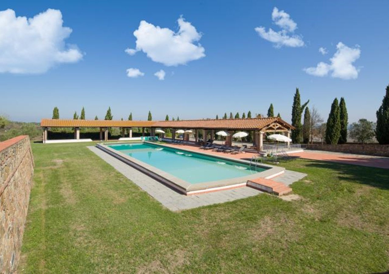 Very large complex for groups of families and friends in Tuscany sleeping 48 people in total