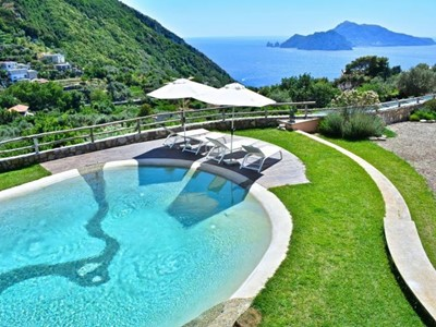 Large villa for 12 people with private pool on the Sorrento Peninsular